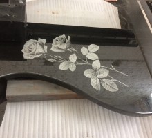 Гравировка роз на полуплите