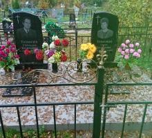 Семейное захоронение. Два памятника по 1,2 см