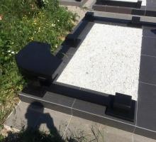 Гранитная угловая скамейка