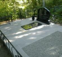 Двойной памятник + место для подхоронки + ограда из кованых готовых элементов + скамейка с гранитной крышкой - от 60 000 руб)